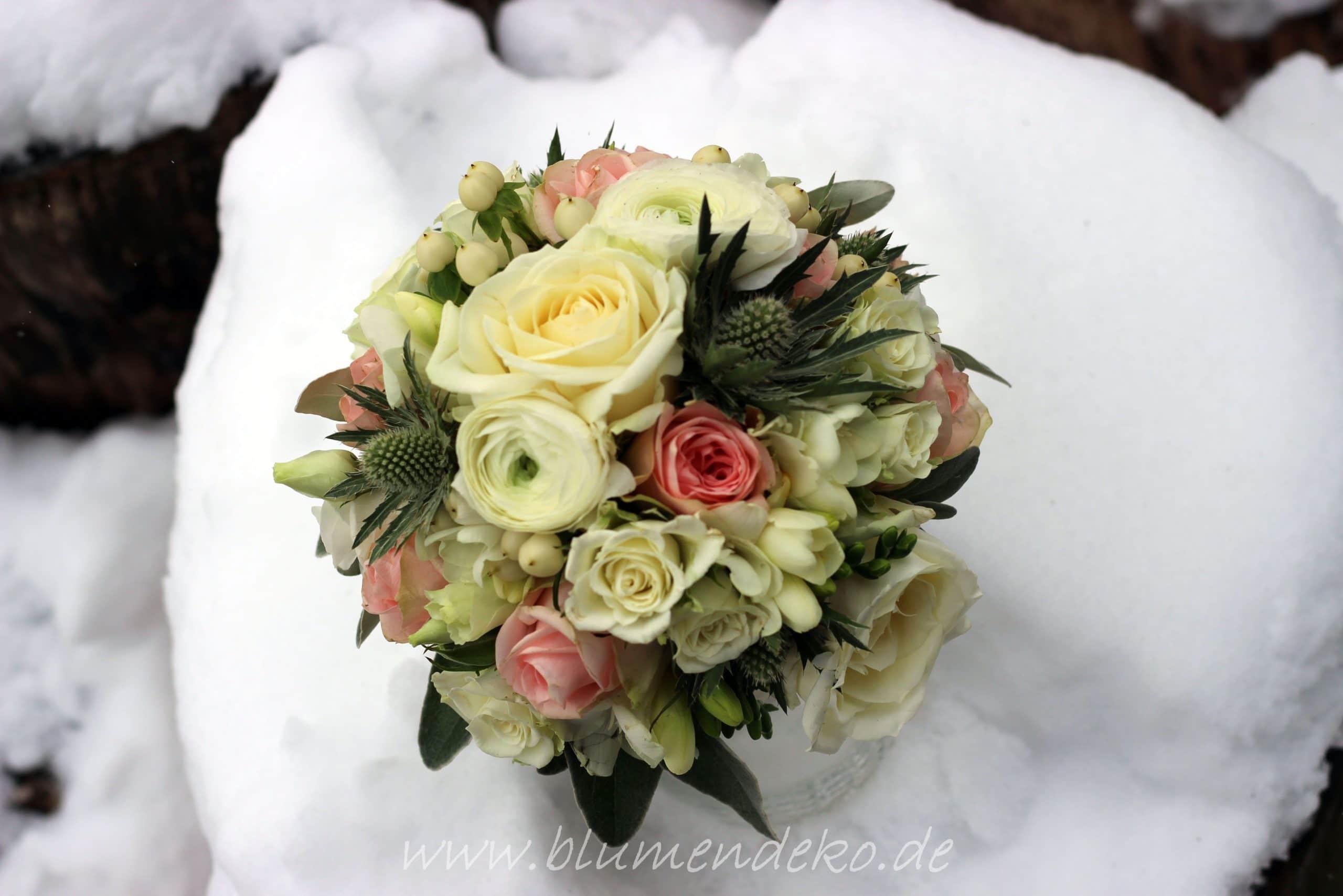 Brautstrauss Winter Rosen Disteln Blumendekorationen Ute Kunkel In